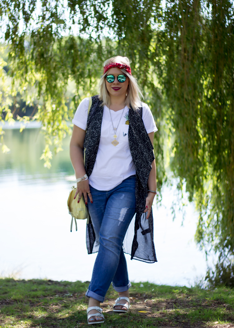 missesviolet-fashion-outfits-blogparade-festival-look-summer-mit-jeans-und-birkenstock-3