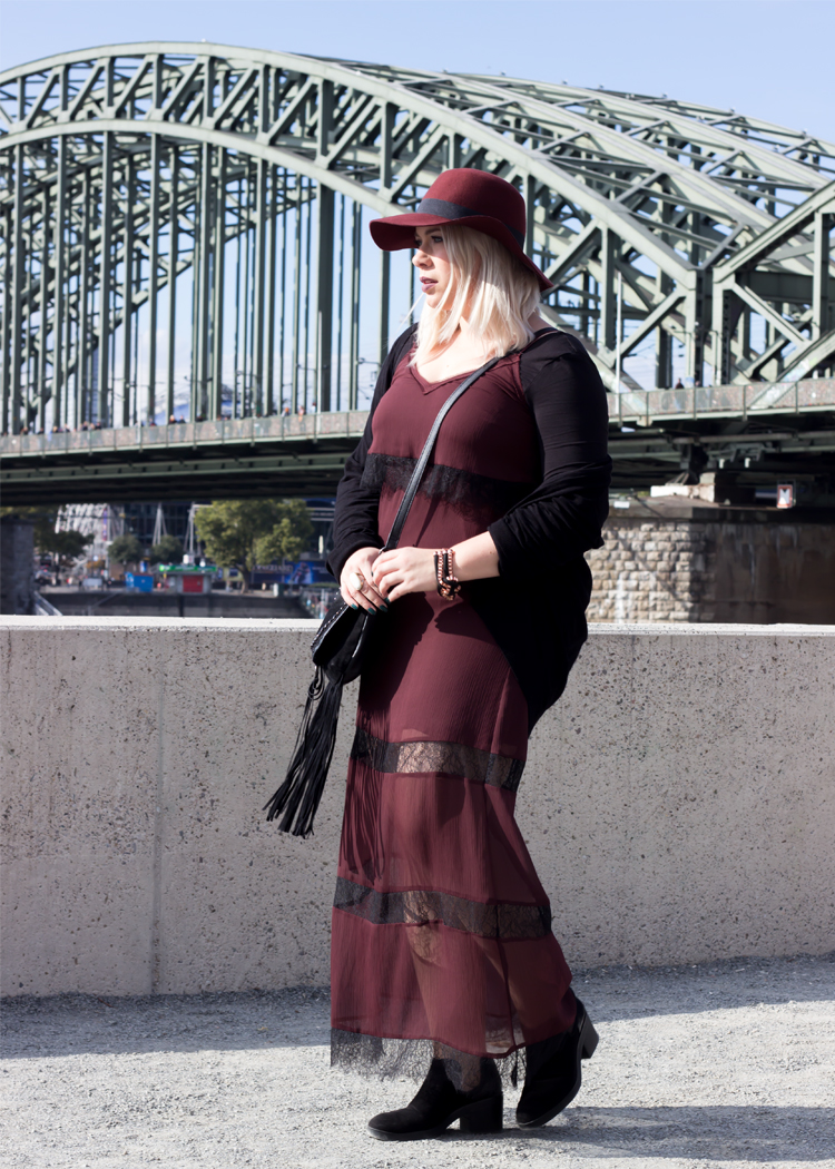 missesviolet-fashion-outfits-fashionkarussell-herbstlook-mit-lacedress-1
