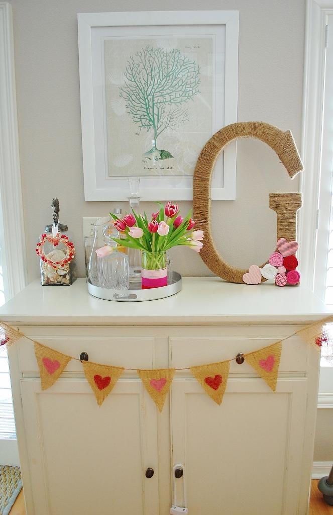 Easy DIY Burlap Valentine's Day Banner | missfrugalfancypants.com