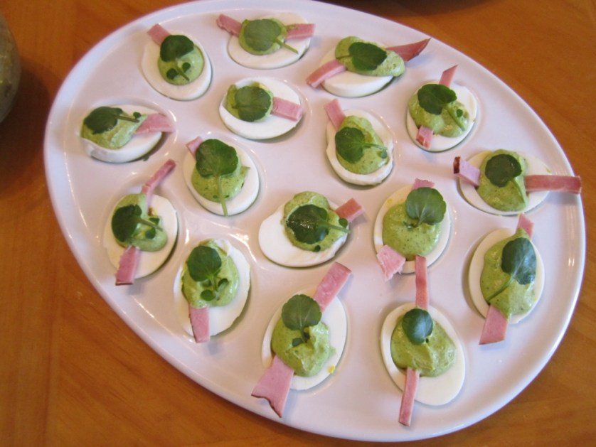 St. Patrick's Day Deviled Eggs | missfrugalfancypants.com