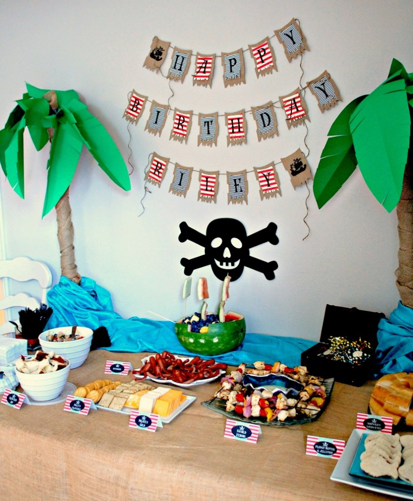 Pirate Party Food Table | missfrugalfancypants.com