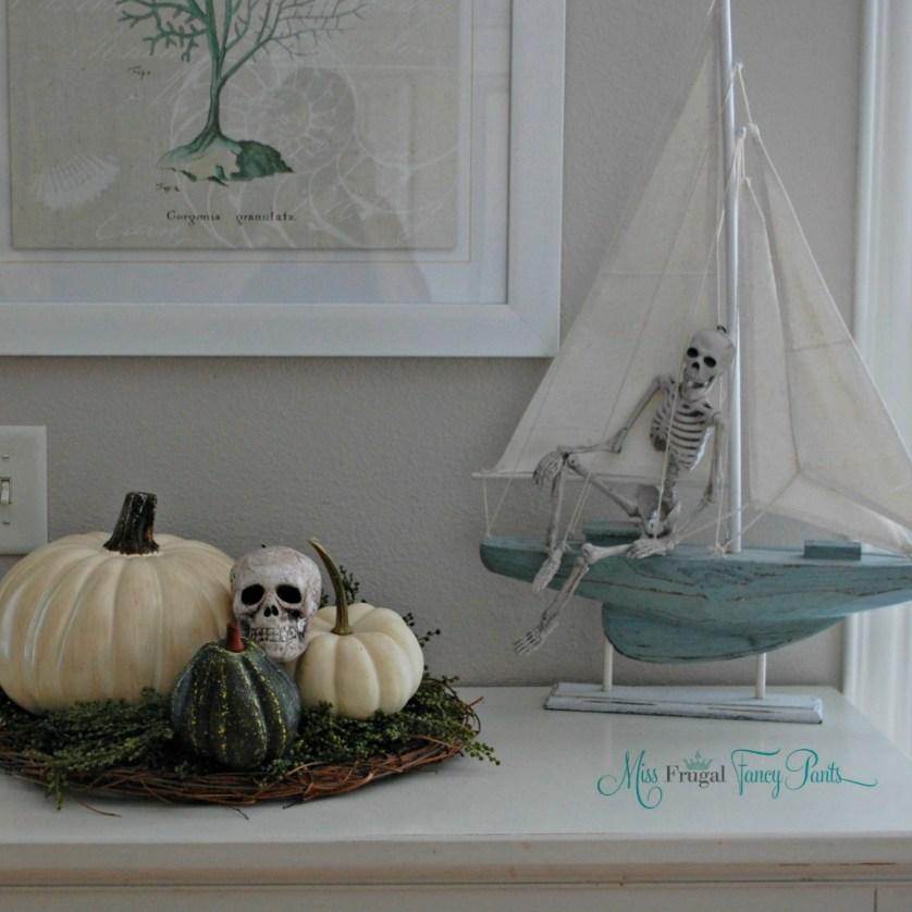 Neutral Halloween Coastal Decor | missfrugalfancypants.com