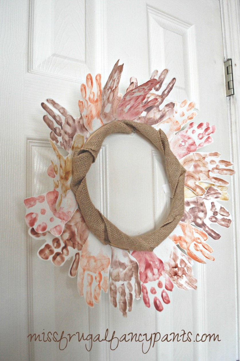 DIY Handprint Wreath for Kids for Fall or Thanksgiving | missfrugalfancypants.com