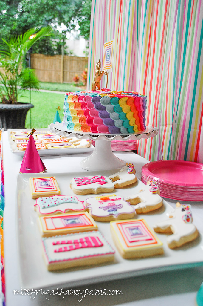 LuLaRoe Party Decor Ideas | Rainbow Party | missfrugalfancypants.com