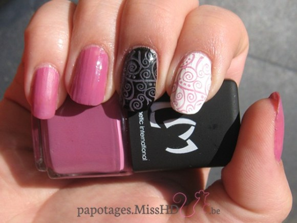 210 Pansies de LM Cosmetic : top coat mat - top coat brillant - stamping sur fond noir - stamping sur fond blanc