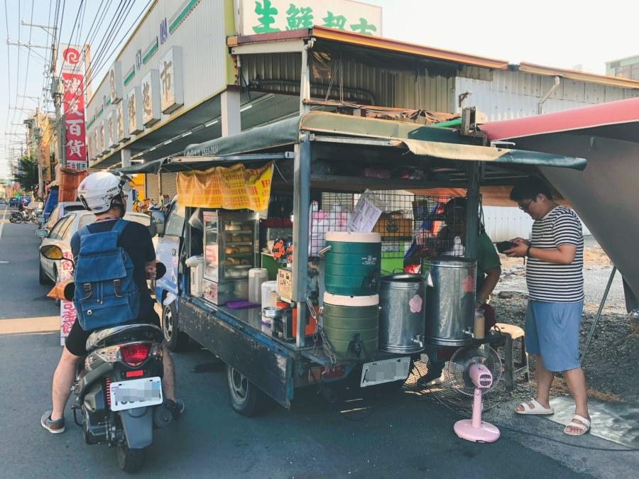 台中潭子美食 潭福路無名小貨車早餐 親民銅板價 蛋餅 漢堡 抓餅 現烤吐司 厚片
