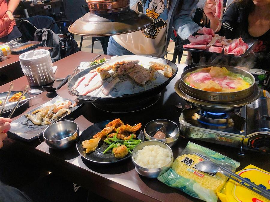 台中東區美食【豬對有韓式烤肉吃到飽/精武店】只要299元就能火烤兩吃!自助吧超澎湃!聚餐聚會/生日慶生首選