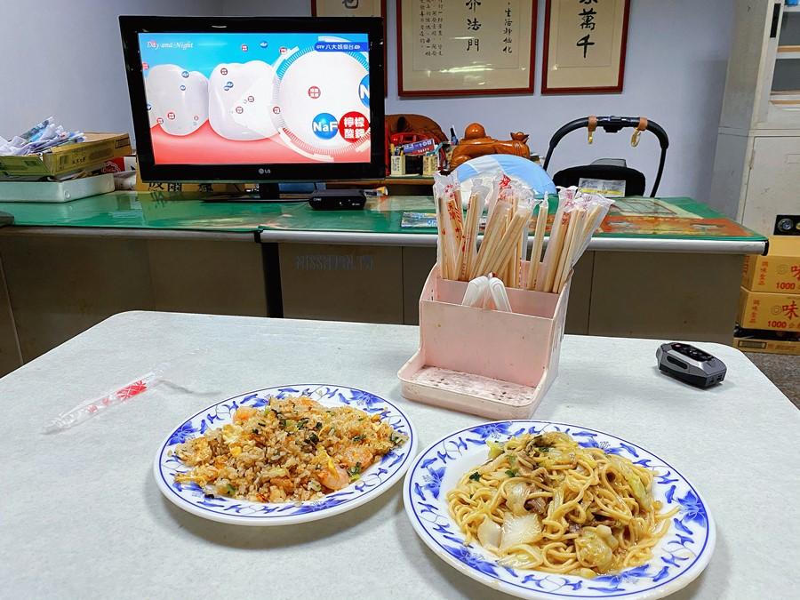 台中東區美食【鹿港無名小吃】隱藏在富貴街的巷弄美食!炒飯炒麵超好吃!