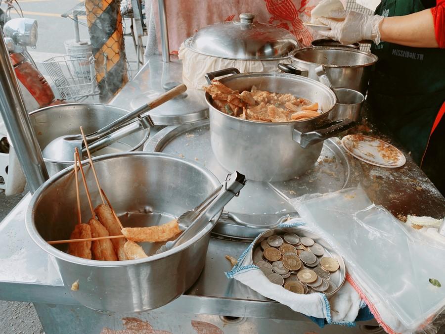 彰化美食【建宏刈包/鐵路旁刈包】一份只要20元超便宜下午茶!銅板價玉米/關東煮.近永安夜市