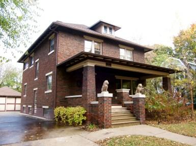 Традиционный американский дом в стиле Foursquare из кирпича. Источник galleryhip.com