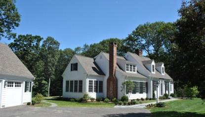 Самый популярный стиль архитектуры в США — Кейп-код. Данный дом построен в штате Нью-Йорк. Источник newwayhomedesign.com