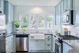 blue-traditional-kitchen