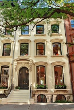Дом в стиле Italianate. Находится в Бруклине, Нью-Йорк и имет пять уровней. Построен в 1855 году, а в 2005 был основательно отреставрирован. Источник http://www.corcoran.com/