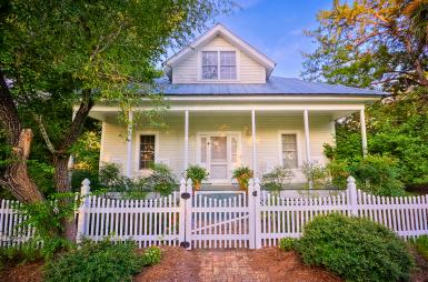Дом в стиле Old Florida Cracker, в городке Chiefland, Флорида. Источник https://www.flickr.com/photos/kuyabic