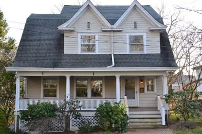 Дом в стиле Dutch Colonial Bungalow. Источник vihetour.com