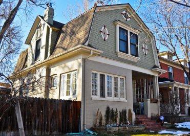 Дом в стиле Dutch Colonial Revival в Денвере. Источник http://denverurbanism.com
