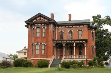 Дом в стиле Italianate, расположен в штате Огайо. В данный момент заброшен. Источник https://www.flickr.com/photos/josepha