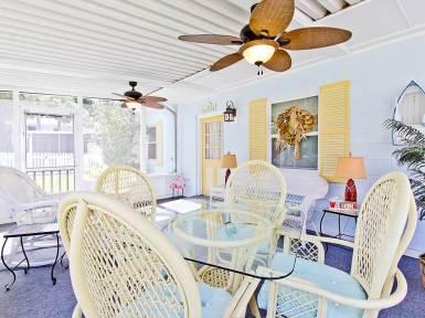 Дом в стиле Conch на острове Тайбей в Джорджии. Интерьер в пляжном стиле. Источник http://www.tybeevacationrentals.com