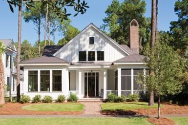 Дом с 3-мя спальнями в стиле Low Country. Источник www.homeplans.com