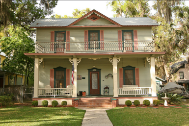 Дом в стиле Old Florida. Построен в городке Palatka, штат Флорида, в 1864 году. Источник https://www.flickr.com/photos/blackdoll