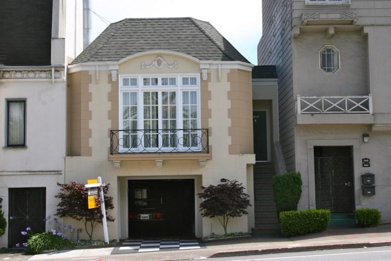 Дом в стиле Rousseau style. Источник www.davidgowan.com