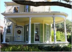 Архитектура США: экстерьер дома (стиль Victorian и Greek Revival) в Новом Орлеане. Источник http://www.nolahomes.net/