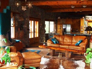 Дом в стиле Саутвестерн: интерьер гостиной. Источник www.homedsgn.com
