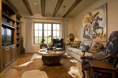 Дом в стиле Саутвестерн: интерьер гостиной. Источник www.samueldesigngroup.com