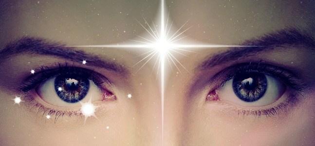 12 Choses bizarres qui se passent quand votre troisième oeil s'ouvre par accident (activation de la glande pinéale)