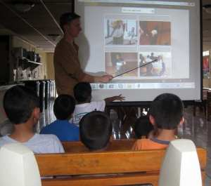 Tim teaching English to all the children at Fundaninos