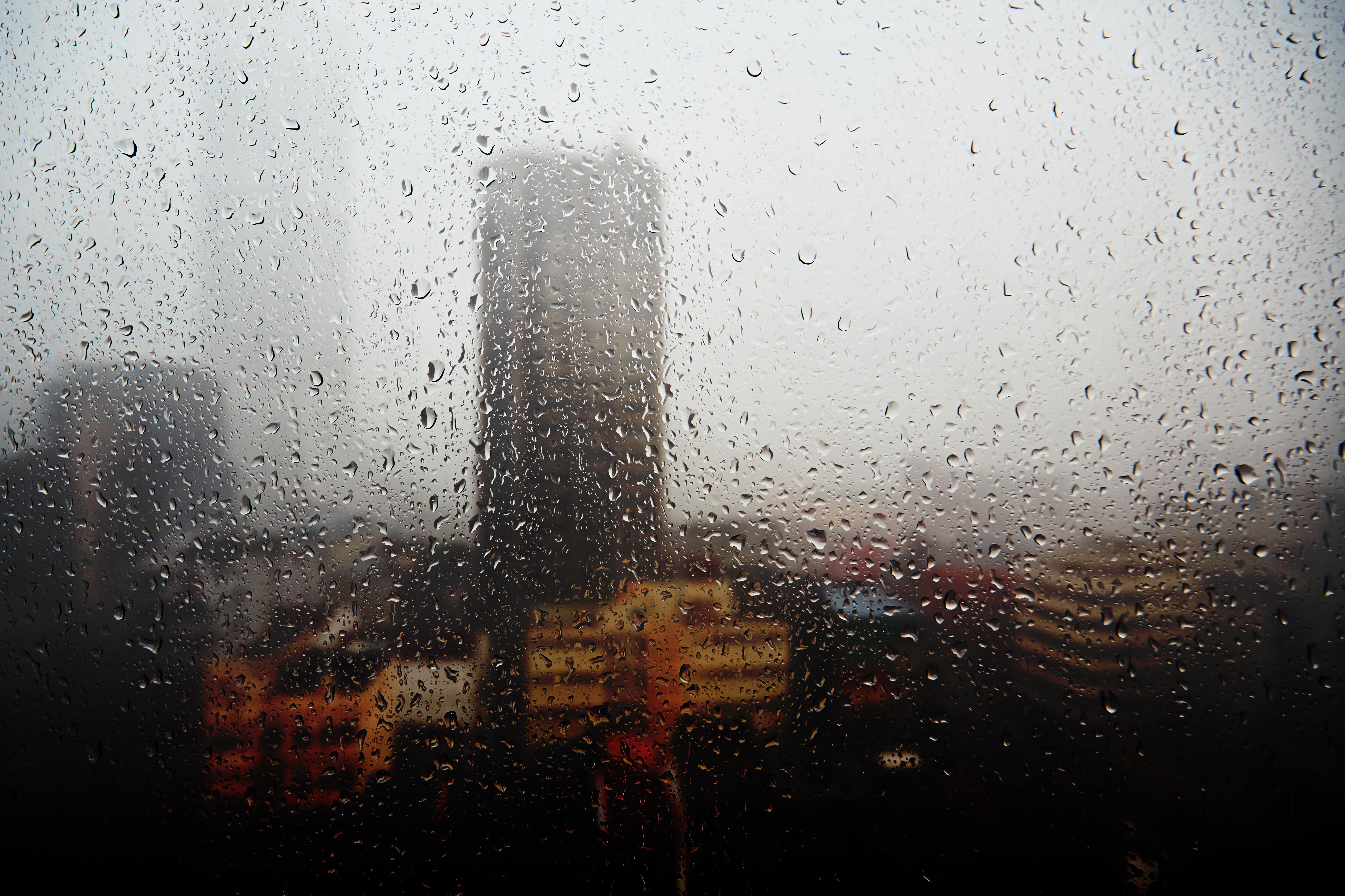 Rainy building -gradient