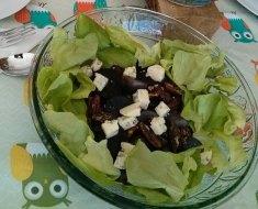 Salade de betteraves, patates bleues, fromage bleu et vinaigrette à l'érable