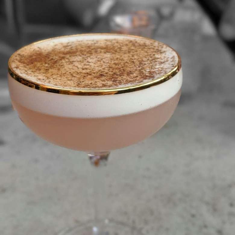 Rhubarbe un cocktail à base de Vodka Menaud et liqueur de rhubarbe de la maison Sivo