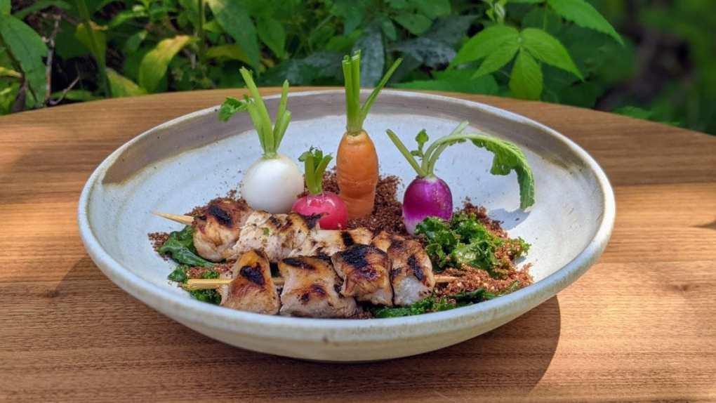 Brochettes dindon au miso et jardin légumes