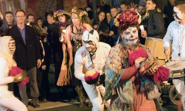 Crowds turn out for Día de los Muertos procession