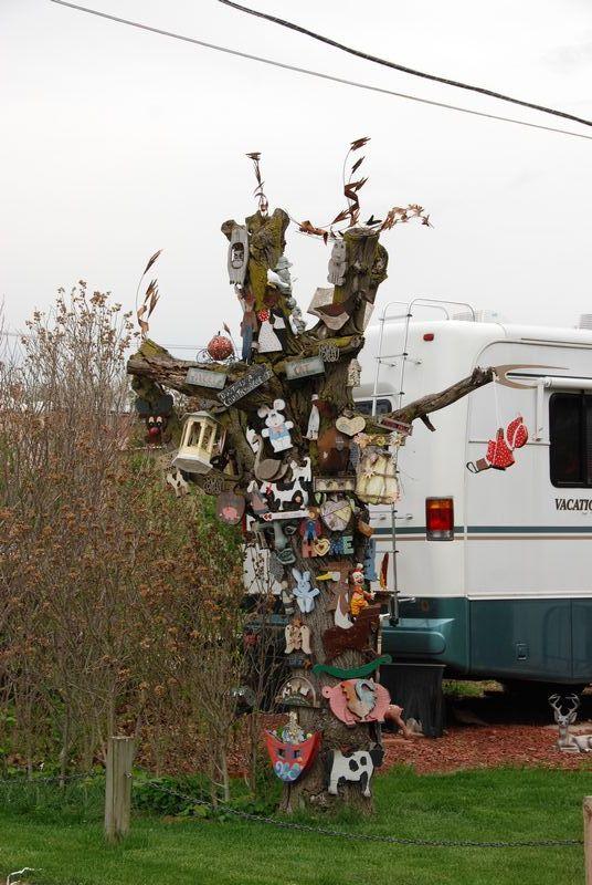Tree art; Fulton, IL
