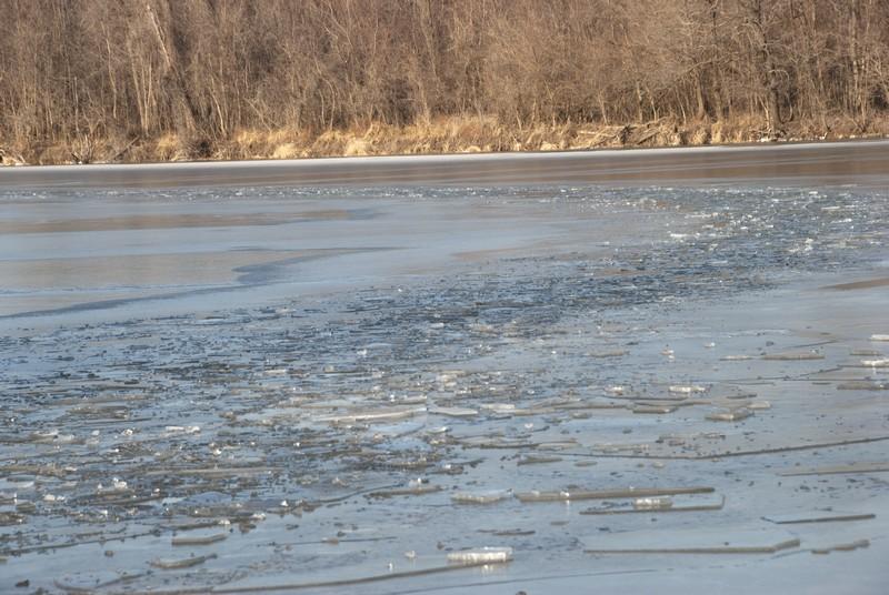 tn_West Alton MO Dresser Island ice01
