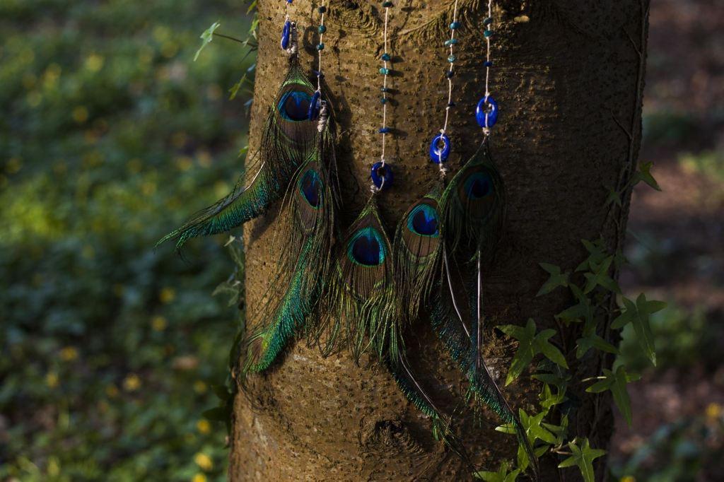 paon bleu, lapis lazuli, oiseau, décoration, artisanat français, écologique, nature, atelier de la lettre aux ours, missive to bears, suspension murale