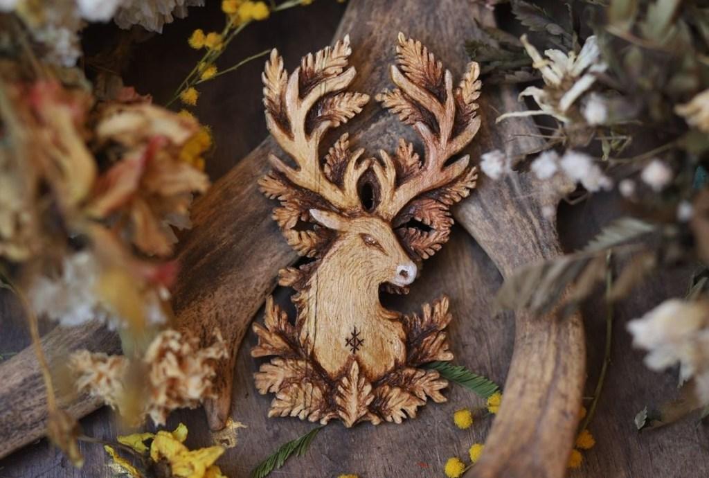 Cerf, sculpture, pagan, décoration, artisanat français, écologique, ethique, atelier de la lettre aux ours, missive to bears, viking, rune