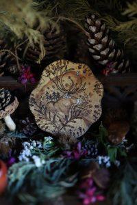 Décoration, bois, artisanat français, écologique, gravure, renne, totem, spirituel, shaman, nordique, scandinave, atelier de la lettre aux ours, missive to bears