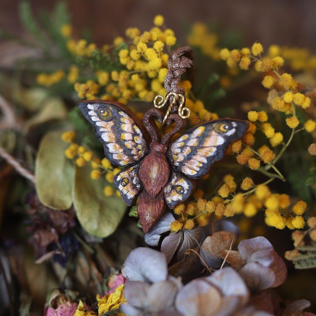 Papillon, sculpture, bois, décoration, artisanat français, atelier de la lettre aux ours, missive to bears, printemps, ostara, écologique