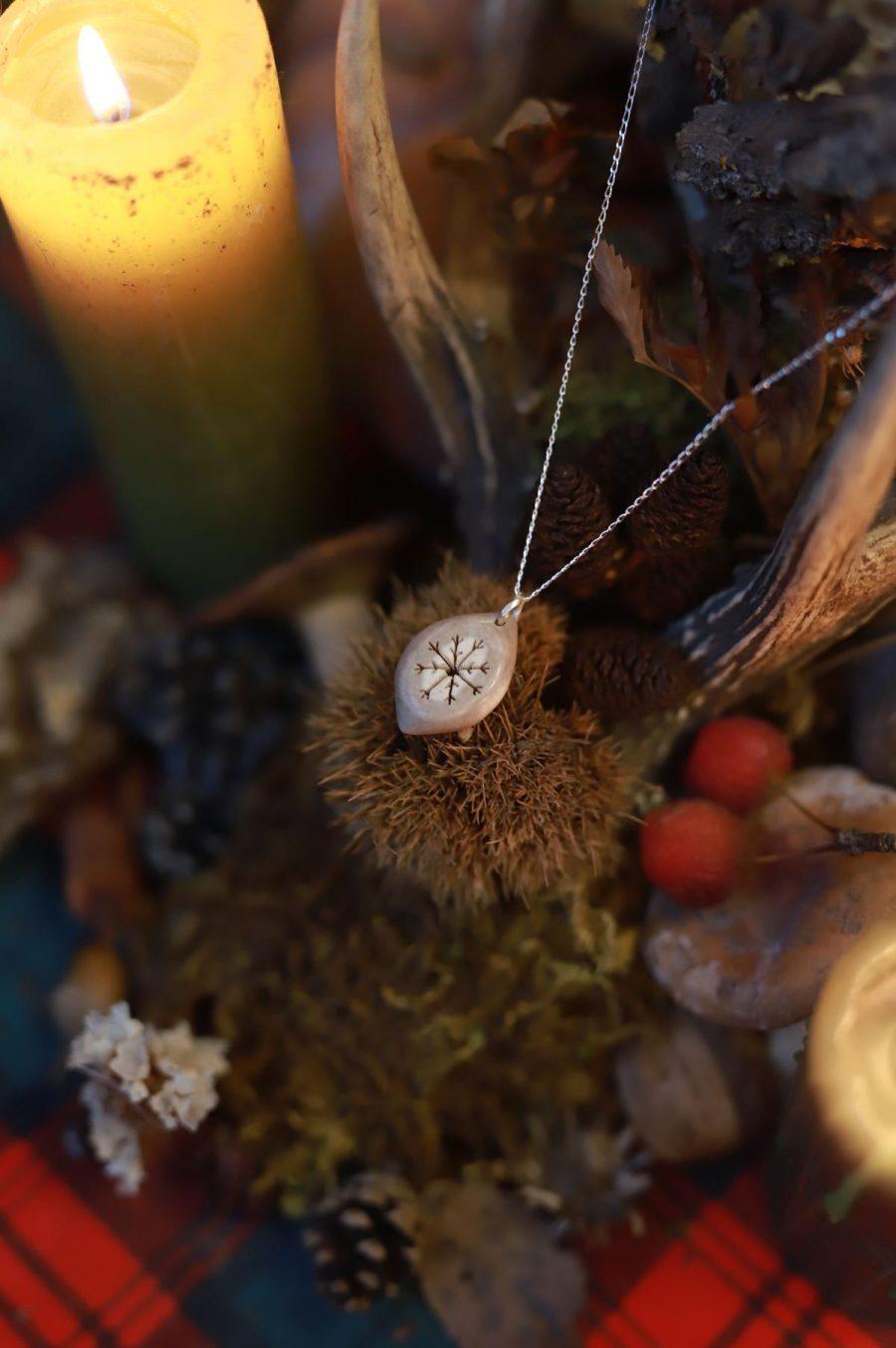 Collier bois de renne laponie corne argent ajouré artisanat français normandie atelier de la lettre aux ours missive to bears flocon nordique givre