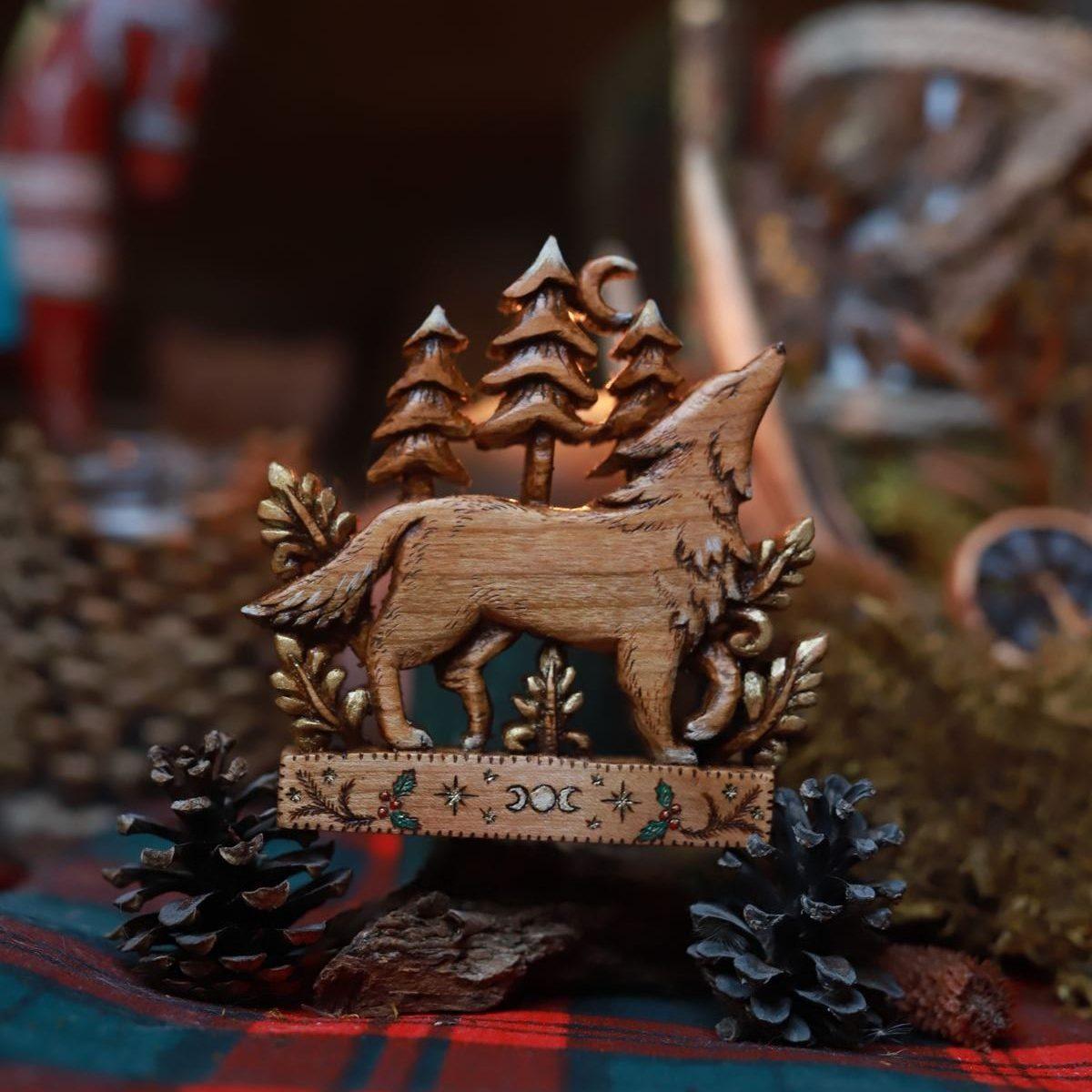 Loup, hiver, bois, décoration, sculpture, artisanat français, normandie, écologique, éthique, responsable, idée cadeau, esprit de noël, rustique