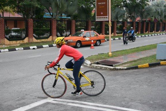 The bike ! Heading off to Bukit Cinta at UM. Simply love the steep climb !!