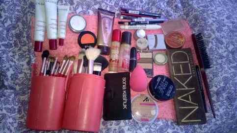 Zusammenstellen des Make-Up-Kits