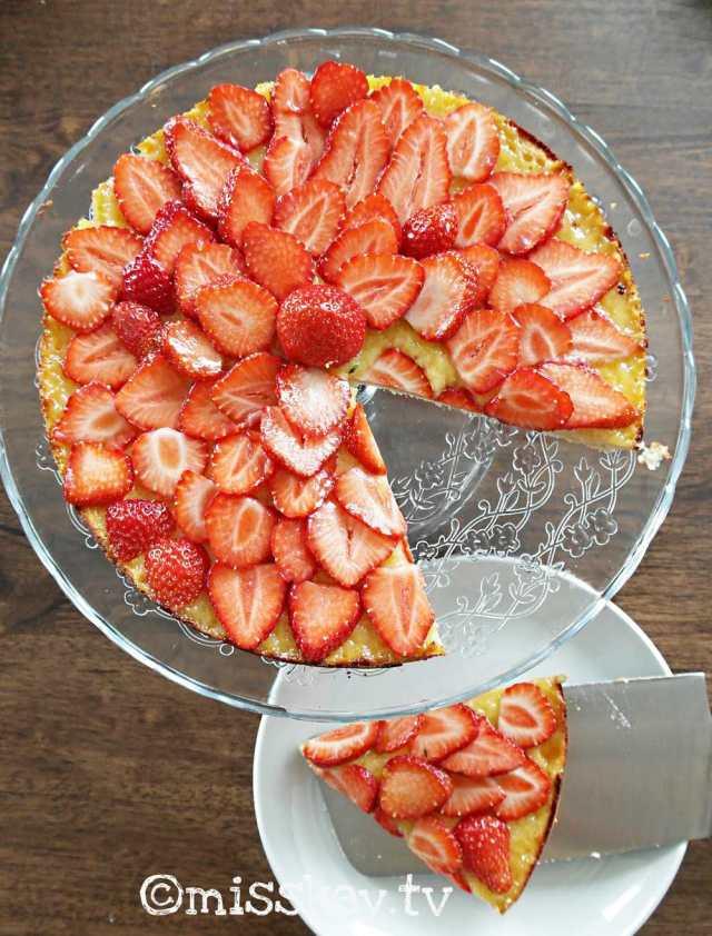 Weißer Schokoladenkuchen mit Erdbeeren (Paleo/Vegan/Low Carb)
