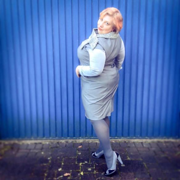MissKittenheel vintage plussize business rathaus politics grey 02