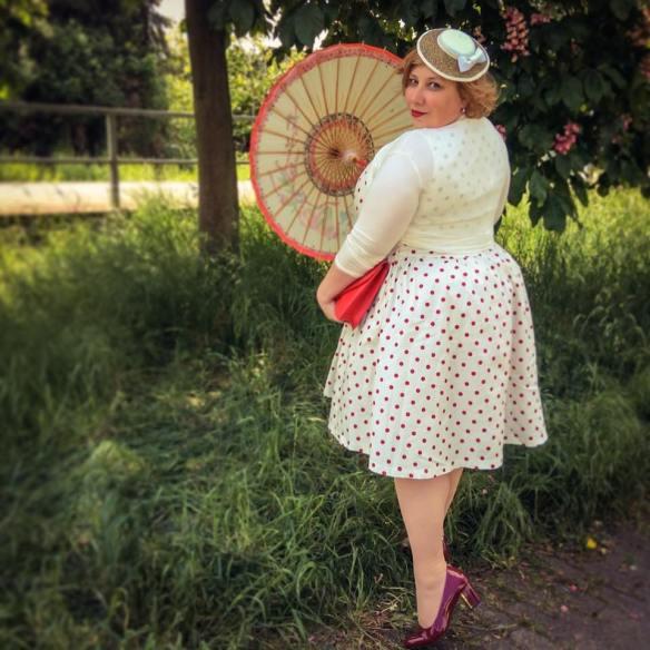 misskittenheel vintage curvy plussize white dots 01jpg