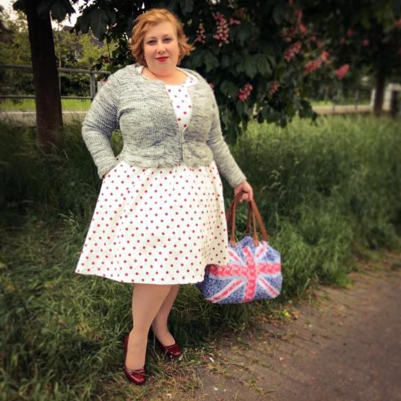 misskittenheel vintage curvy plussize white dots 04