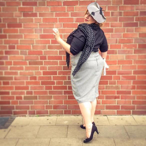 misskittenheel vintage plussize dolly dotty u30 blackandwhite secretary 03